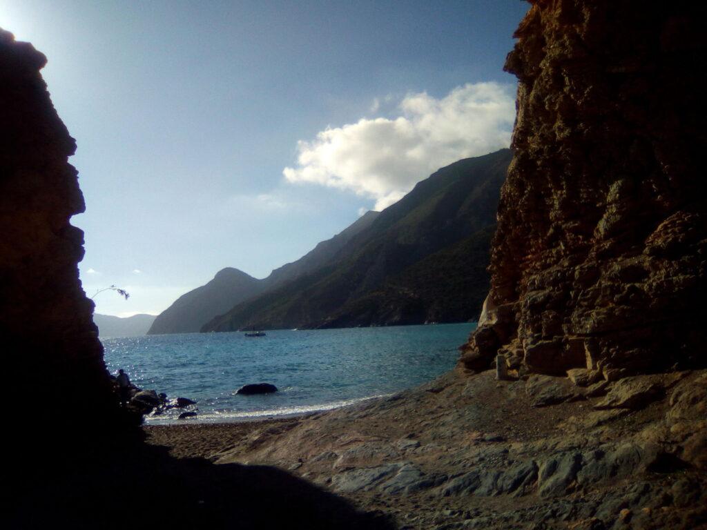 Vstup na krásnou, schovanou zátoku poblíž Cartageny, kde jsme byli na pláži sami a koupali se tam nazí.